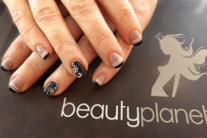 Semipermanente Nero Nail Art